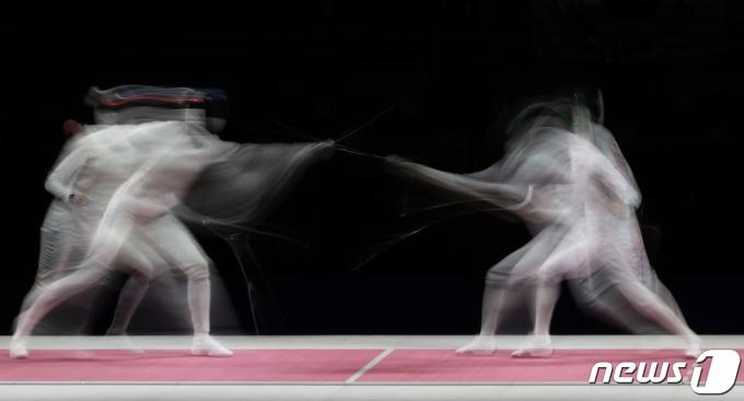 [사진] 여자 에페 결승 '마지막 라운드 접전'