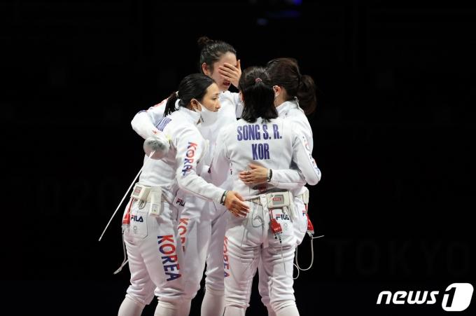 [사진] 펜싱 여자 에페 대표팀 선수들 '충분히 잘했어'