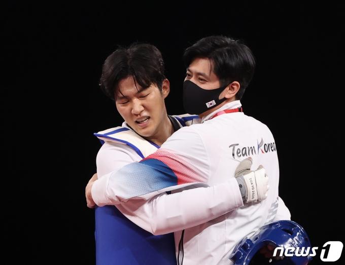 [사진] 태권도 인교돈 '메달의 기쁨'