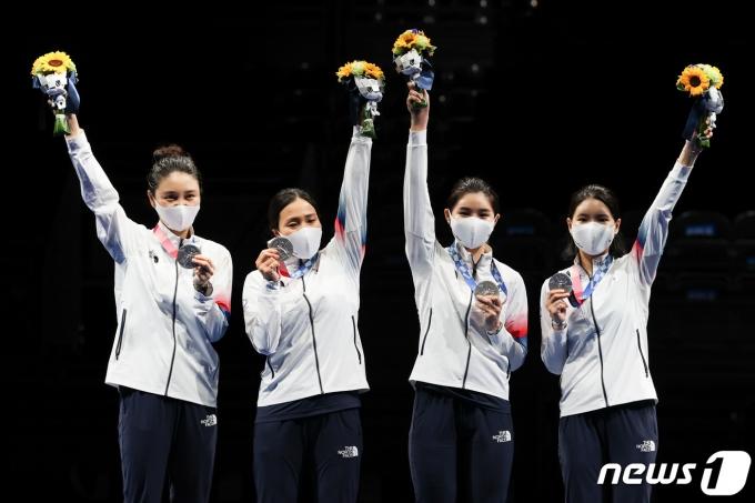 [사진] 펜싱 여자 에페 단체 '은메달'