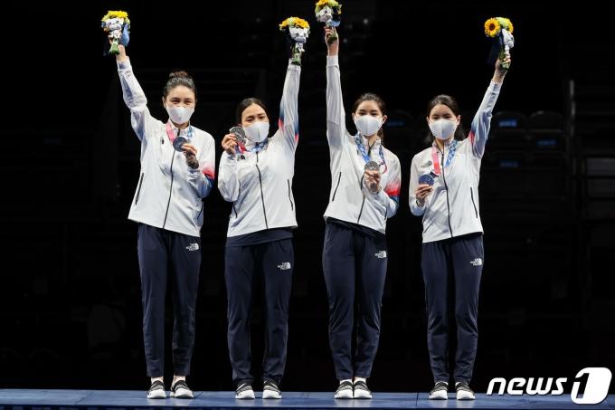 [사진] '우리 은메달 땄어요'