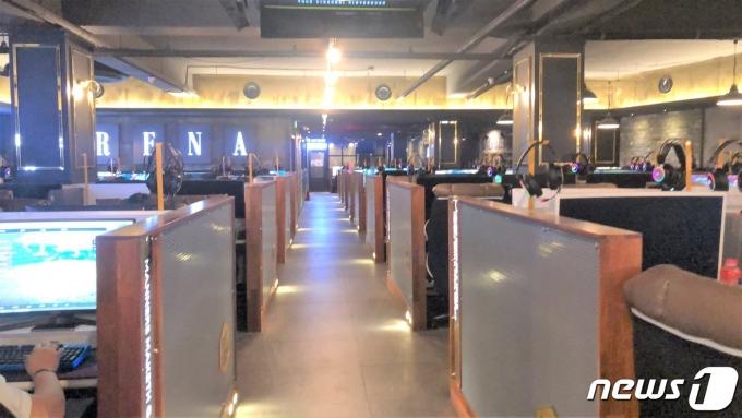 서울 종로구 동숭동 대학로의 한 PC방 안이 텅텅 비어 있다.2021.07.27© 뉴스1금준혁 기자