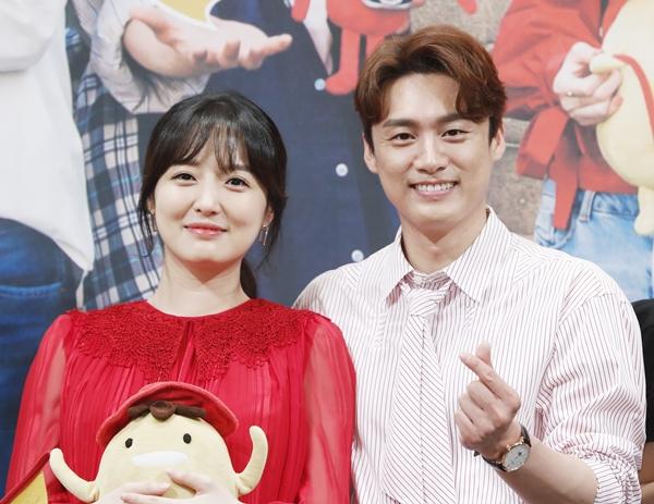 김소영이 '비디오스타'에서 남편 오상진을 언급했다. 사진은 2019년 7월 tvN 예능 프로그램 '서울메이트3' 제작 발표회에 참석한 김소영·오상진 부부의 모습이다./사진=뉴스1