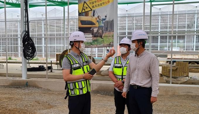 한국농어촌공사(사장 김인식)는 공사현장 노동자들의 온열재해 예방을 위한 열사병 예방수칙 이행 등 노동자 안전관리에 대한 집중 점검을 실시한다./농어촌공사