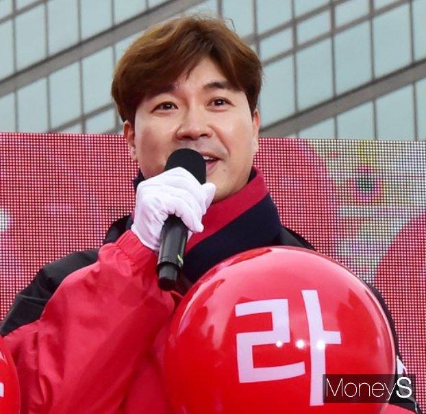 박수홍이 결혼을 발표를 했다. 사진은 2018년 '희망2018나눔캠페인' 행사에 참여한 박수홍의 모습이다. /사진=임한별 기자