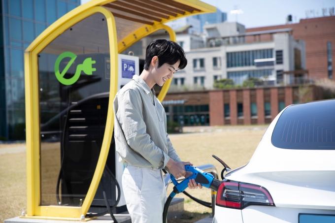 오는 8월 초 부터 전기차 배터리 교체 비용을 전액 보상하는 특약이 모든 보험사에서 판매된다./사진=이미지투데이