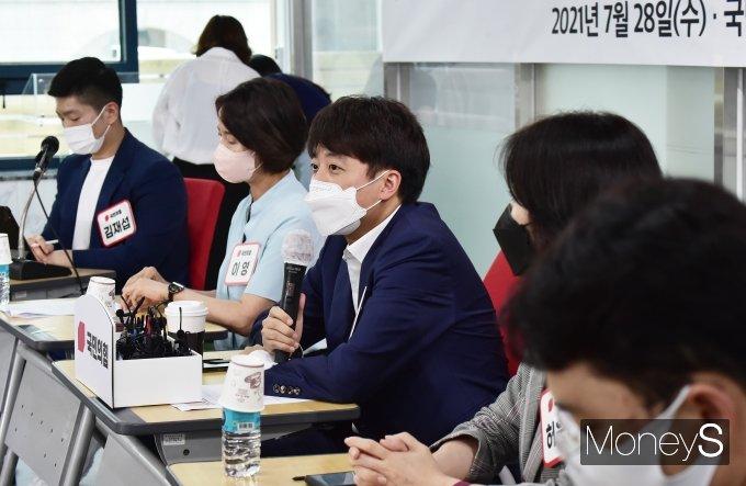 [머니S포토] 체육업계 종사자 만난 이준석 국민의힘 대표