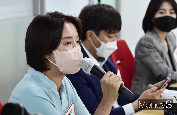 """[머니S포토] 체육업계 종사자 만난 이영 """"오늘 간담회 소리 귀담아 들을 것"""""""