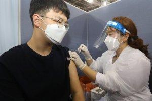 """고3, 코로나 백신 2차 접종은 원하는 지역에서… """"거주지 근처 가능"""""""