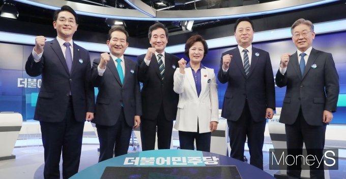 [머니S포토] 박용진·정세균·이낙연·추미애·김두관·이재명 '파이팅!'