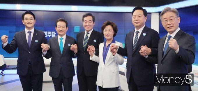 [머니S포토] 손잡은 더불어민주당 대선 예비 후보들