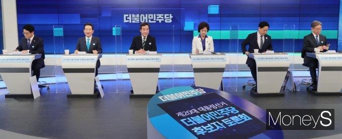 [머니S포토] 민주당 대선경선 후보 TV 토론회…'후끈후끈'
