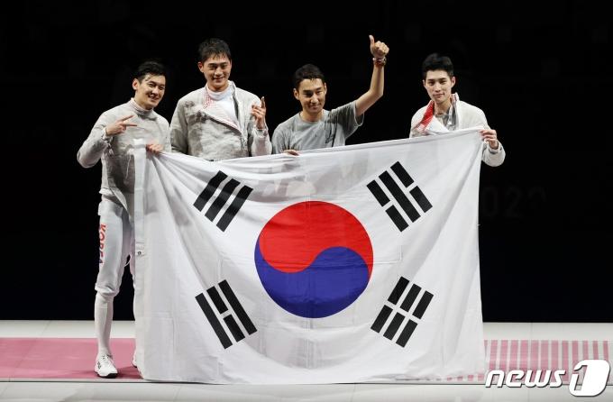 [사진] '세계 최강' 男 사브르, 예외 없는 금메달... 올림픽 2연패