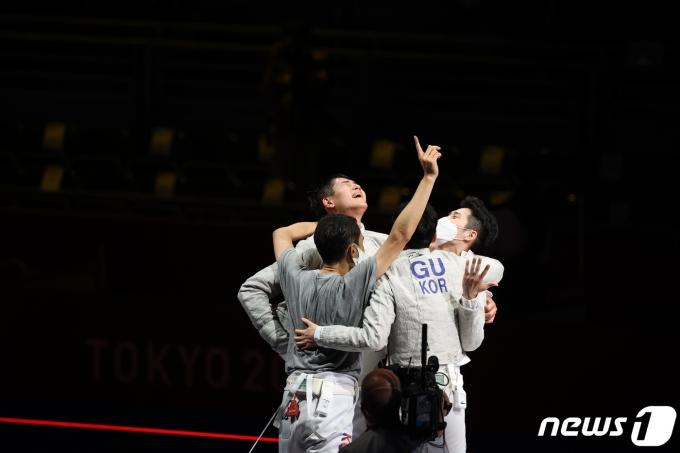 [사진] 펜싱 남자 사브르, 올림픽 단체전 금메달