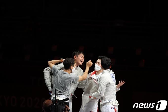 [사진] 펜싱 남자 사브르 대표팀 2연패, 한국 네 번째 금메달