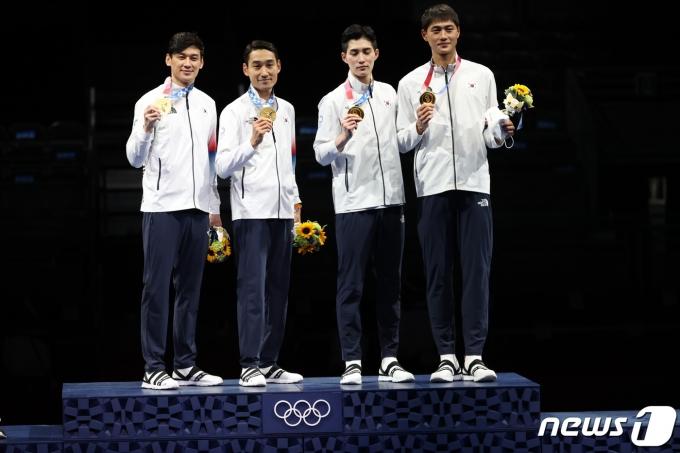 [사진] 남자 펜싱 단체전 금메달, 9년을 기다린 올림픽 2연패