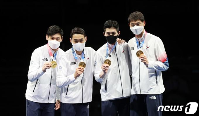 [사진] '세계최강' 펜싱 남자 사브르, 올림픽 2연패 달성