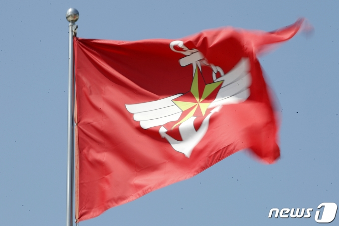 .사진은 4일 서울 용산구 전쟁기념관 국방부 깃발. 2021.6.4/뉴스1 © News1 이승배 기자