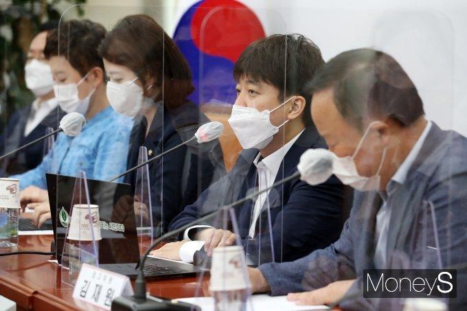 [머니S포토] 국민의힘 최고위원회의, 발언하는 이준석 대표