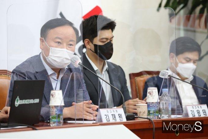 [머니S포토] 최고위원회의에서 발언하는 김재원