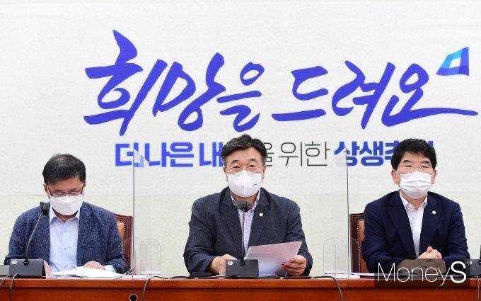 [머니S포토] 민주당 정책조정회의, 주재하는 윤호중 원내대표
