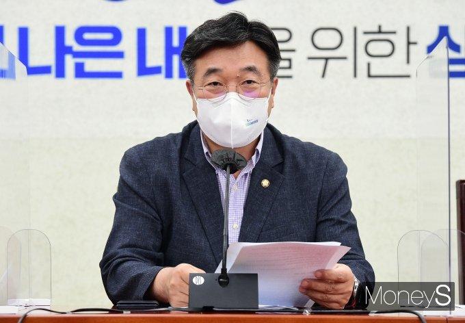 """[머니S포토] 윤호중 """"제1야당 대선주자들, 탄핵의 강 저편으로 돌아가는 것 같아"""""""