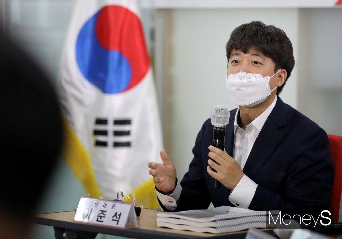 [머니S포토] 대선 경선후보 간담회서 인사말 하는 이준석 대표