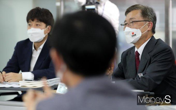 [머니S포토] 국민의힘 대선 경선후보 간담회, 인사말 하는 최재형