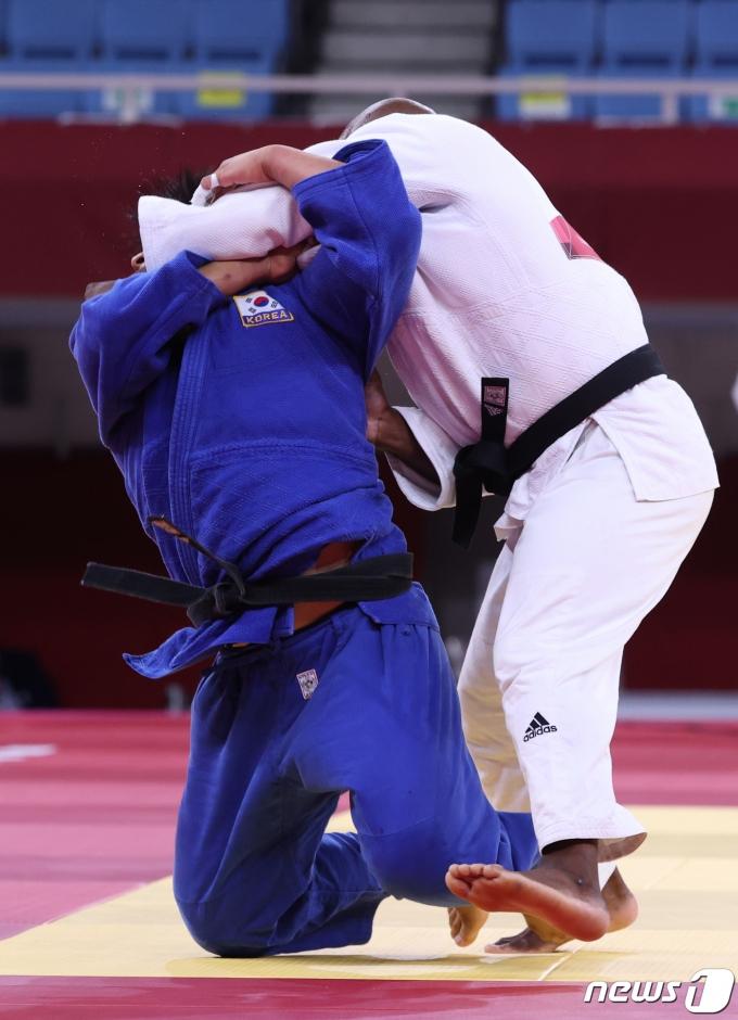 [사진] 조구함, 폰세카에게 업어치기로 절반승…유도 男100kg급 '金도전