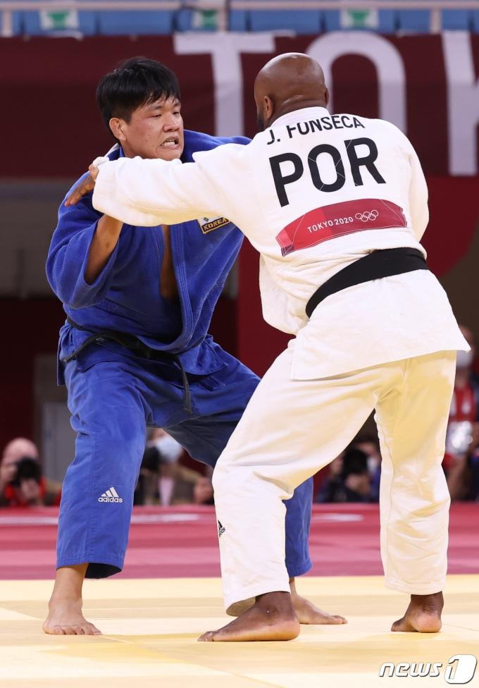 [사진] 男 유도 조구함, 100kg급 결승 진출…은메달 확보