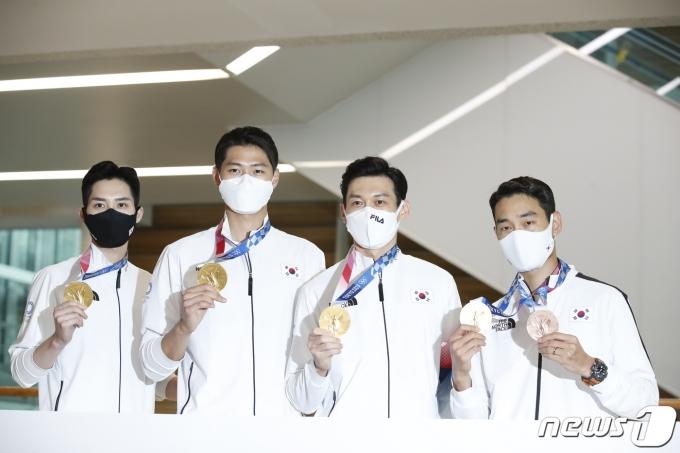[사진] 대회 2연패 펜싱 어벤저스 '금의환향'