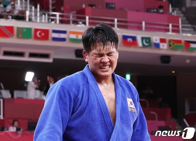 [사진] 은메달 유도 조구함 '아쉽지만 잘했다'