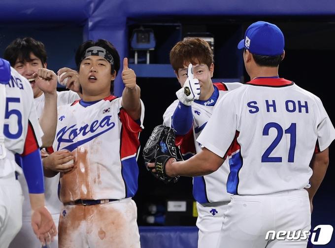[사진] '오승환 향한 엄지척'