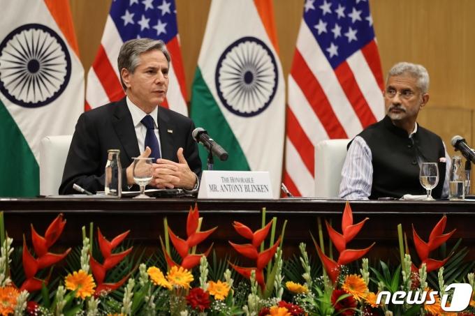 28일(현지시간) 수브르마냠 자이샨카르 인도 외교장관과 토니 블링컨 미국 국무장관이 인도 뉴델리에서 만나 공동 기자회견을 하고 있다. © 로이터=뉴스1 © News1 이정후 기자