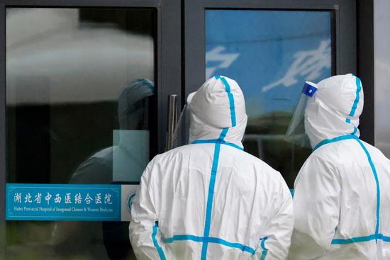 지난 29일(현지시각) 중국은 세계보건기구(WHO)가 추진하는 코로나19 기원 2차 조사를 거부한다는 입장을 반복했다. 사진은 지난 1월29일 중국 우한시를 방문한 세계보건기구 직원의 모습. /사진=로이터