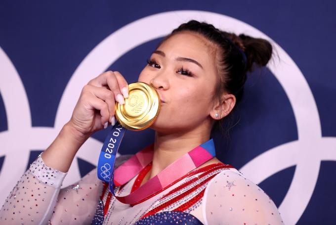 지난 29일 일본 도쿄 아리아케 아레나에서 열린 2020도쿄올림픽 여자 기계체조 개인종합전에서 미국 대표 수니사 리가 금메달을 차지했다. /사진=로이터