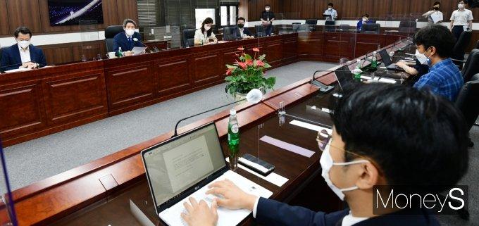 [머니S포토] 통일부 기자단 만난 이인영 장관