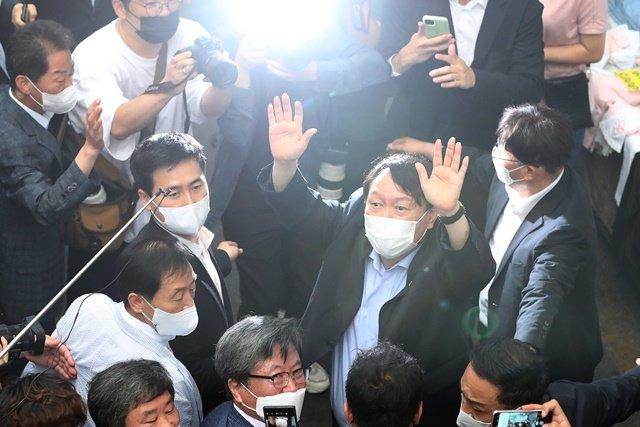 윤석열 국민의힘 전격 입당… 덕성·서연 등 관련주 '들썩'