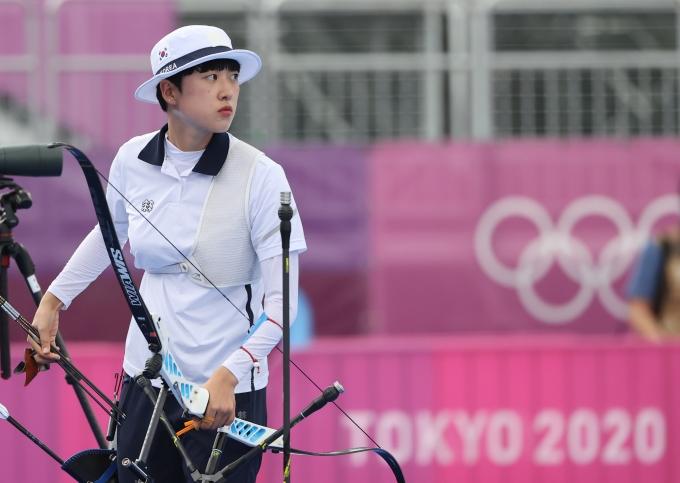 안산이 미국의 매켄지 브라운을 꺾고 도쿄올림픽 양궁 여자 개인전 결승 진출에 성공했다. /사진=뉴스1