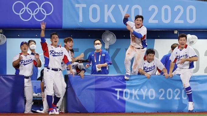한국 야구대표팀이 지난 29일에 열린 이스라엘과의 2020도쿄올림픽 조별리그에서 승리한 후 환호하고 있다. 한국은 31일 미국과 2차전을 치른다. /사진=뉴스1