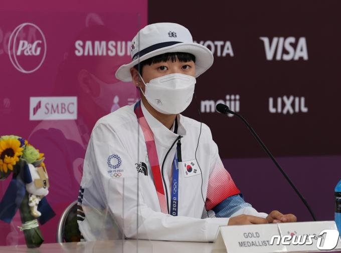 [사진] 기자회견하는 안산