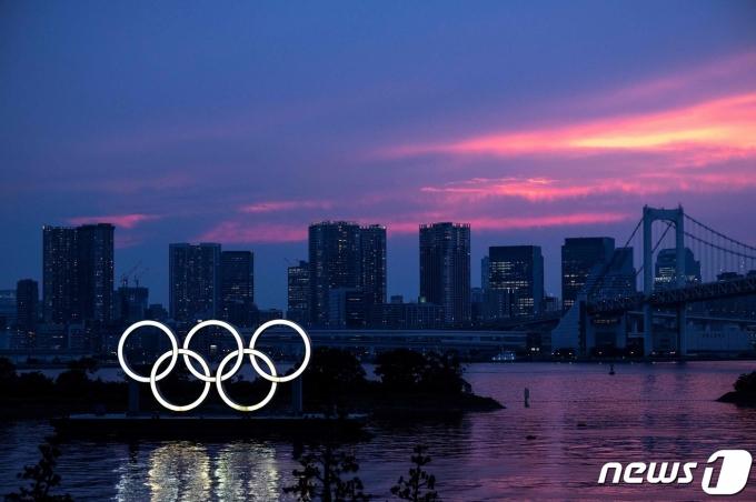 일본 도쿄 오다이바 걸린 올림픽 심벌 2021.07.12 © AFP=뉴스1