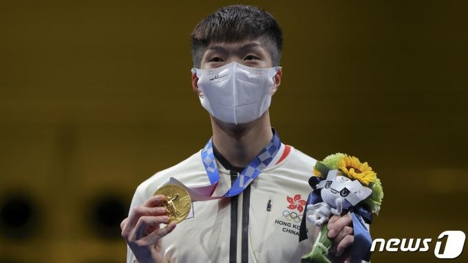 올림픽 금메달을 딴 홍콩 펜싱 국가대표 청카룽. © 로이터=뉴스1