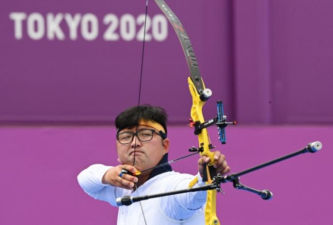 2020 도쿄올림픽에서 2관왕을 노리는 김우진(29·청주시청)이 16강을 만점으로 통과했다. /사진=로이터