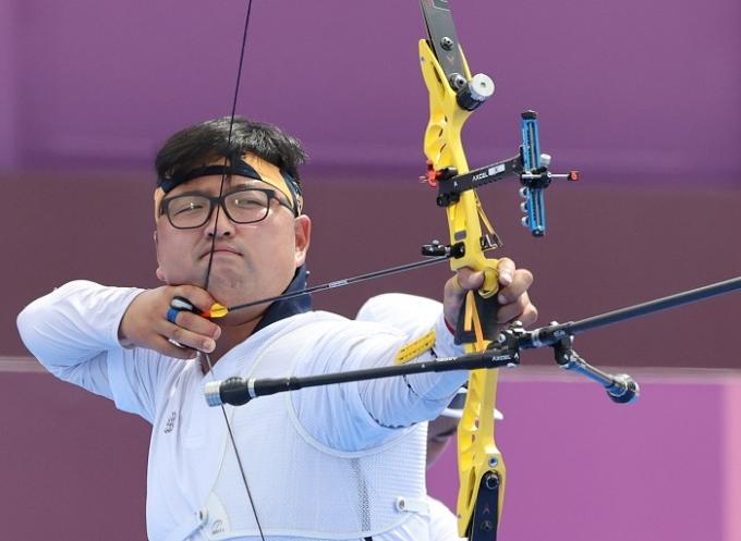 김우진은 31일 오후 유메노시마 양궁장에서 열린 탕치춘(대만)과의 2020도쿄올림픽 양궁 남자 개인전 8강에서 승리해 준결승에 진출했다. /사진=뉴스1