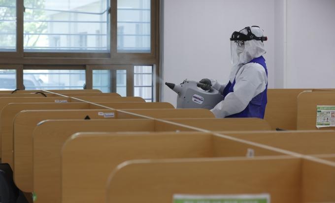 31일 대학가에 따르면 서울대는 지난 28일 코로나19 관리위원회 회의를 열고 2학기 개강 첫날인 9월1일부터 한 달 동안 비대면 강의를 하기로 수업 운영 계획을 발표했다. /사진=뉴시스