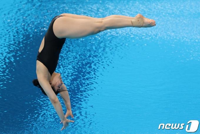 [사진] 다이빙 2차 시도하는 김수지