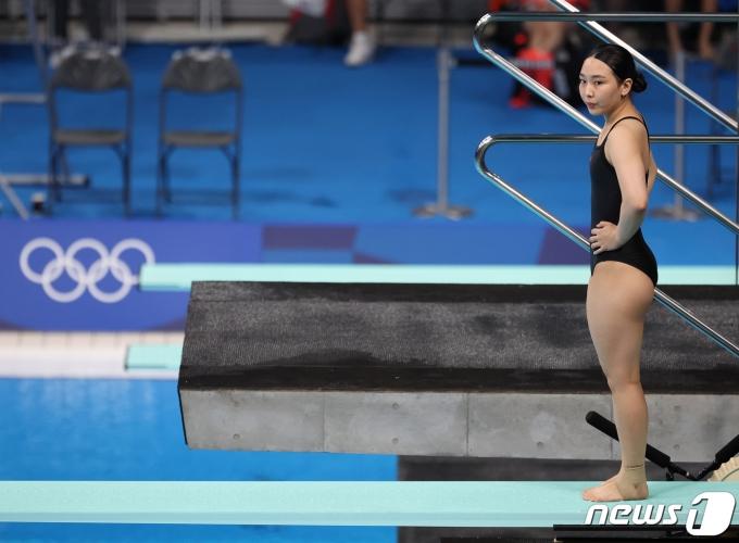 수영 다이빙 국가대표 김수지가 31일 오후 일본 도쿄 아쿠아틱스센터에서 열린 '2020 도쿄 올림픽' 다이빙 여자 3m 스프링보드 준결승전에서 다이빙 준비를 하고 있다. 2021.7.31/뉴스1 © News1 이재명 기자