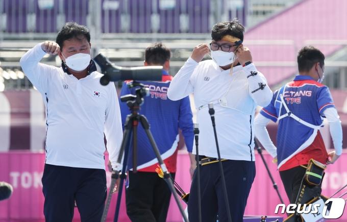 [사진] 김우진, 8강 탈락…올림픽 양궁 전 종목 석권 무산