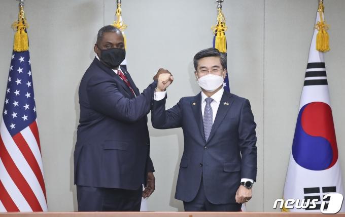 로이드 오스틴 미국 국방장관(왼쪽)과 서울 국방부 장관. 2021.3.17/뉴스1 © News1 사진공동취재단